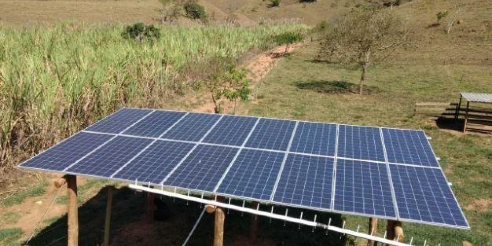 Produtor familiar utiliza luz do sol para produzir energia e economizar na propriedade